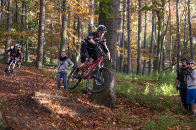be-a-rider-mtb-enduro-xc-horska-horsky-bycikel-cyklistika-bajk-bike-trening-treningy-kemp-campy-kurz-kurzy-bratislava-a-okolie-studnicka-zelezna-koliba-rohatka-dh-downhill-bike-park-lekcia-lekcie-pre-zaciatocnikov-pokrocilych-pokrocili